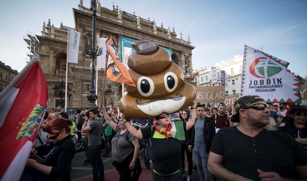 faz.18.04.14. - Mi vagyunk a többség ellenzéki tüntetés Oktogon Kossuth tér