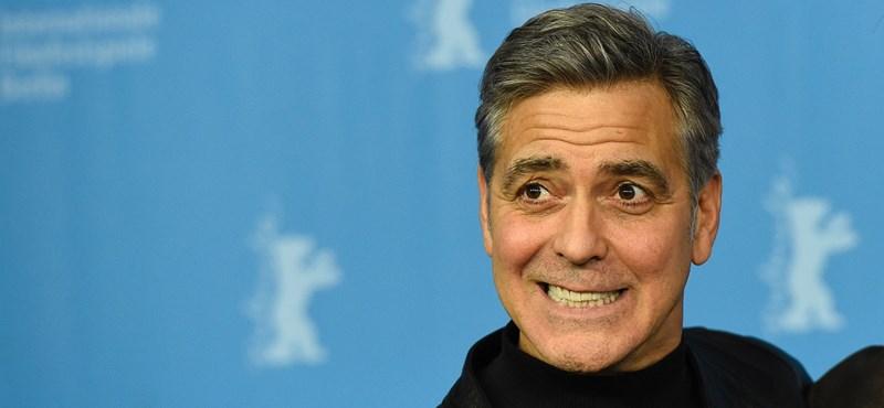 Elütötték a motorozó George Clooney-t Szardínián