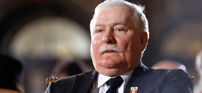 Az állásába kerülhet Lech Walesa szóvivőjének, hogy eltitkolta Orbán hiányzó aláírását