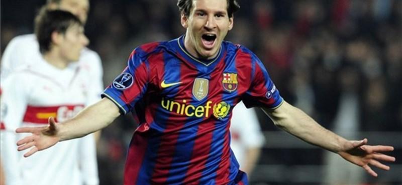 Bemutatott Messinek a pályára rohant szurkoló - videó