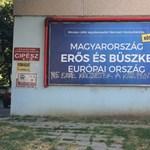 Aktuális kéréssel hekkelte meg a NER-plakátot az utca embere - fotó