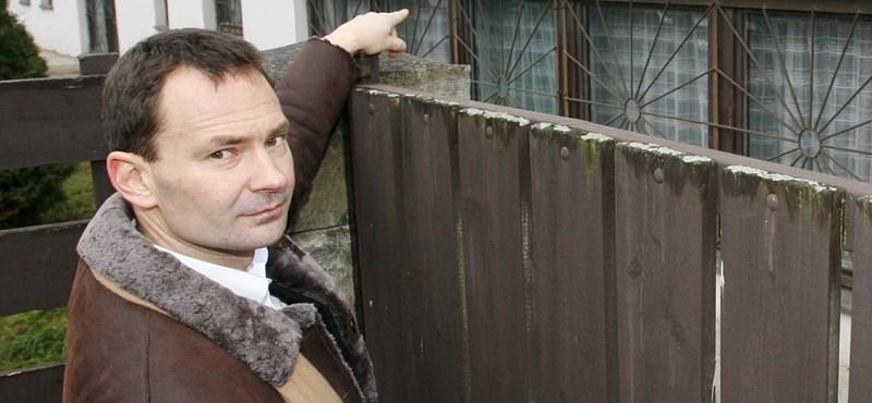 Végül bíróság mozdította el Gyömrő adócsaló polgármesterét