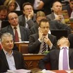 Lázár ellenében is védik kiváltságaikat a fideszes képviselők