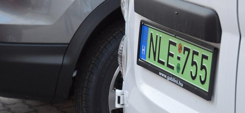 Leszedik a zöld rendszámot az egyik leginkább zöld járműről nálunk