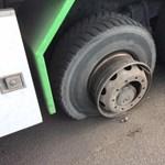 Durva sérülés: a sofőrbe robbantak a kerékrögzítő csavarok