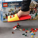 Vége a szörnyű fájdalomnak, itt a Lego-papucs