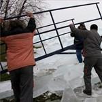 Jégfal a Balaton partján - elképesztő fotók