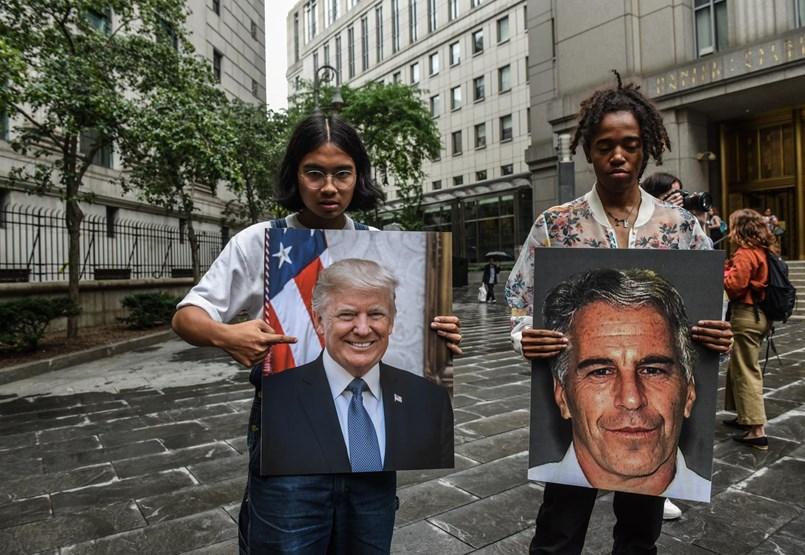 Elnöknek és exelnöknek is kínos, hogy jóban volt a pedofíliával vádolt milliomossal