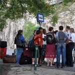 Képek: francia diákok verték össze a tanárukat