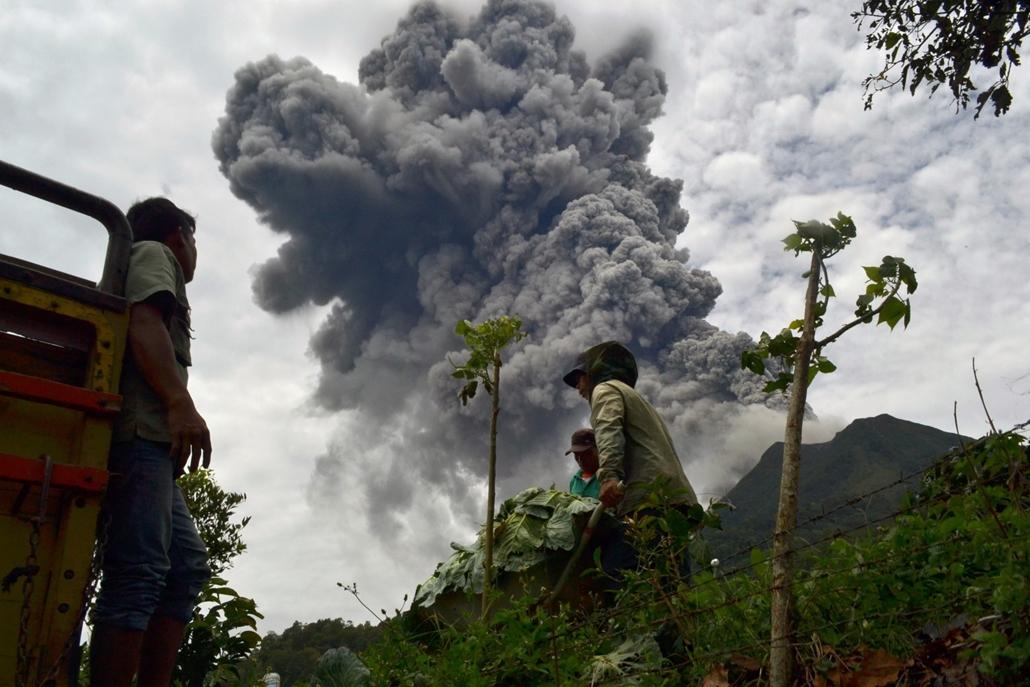 20130921005 - afp. 13.09.17. - Szumátra: vulkánkitörés