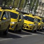 Fotók: Taxisok vették át az uralmat a Lánchídon