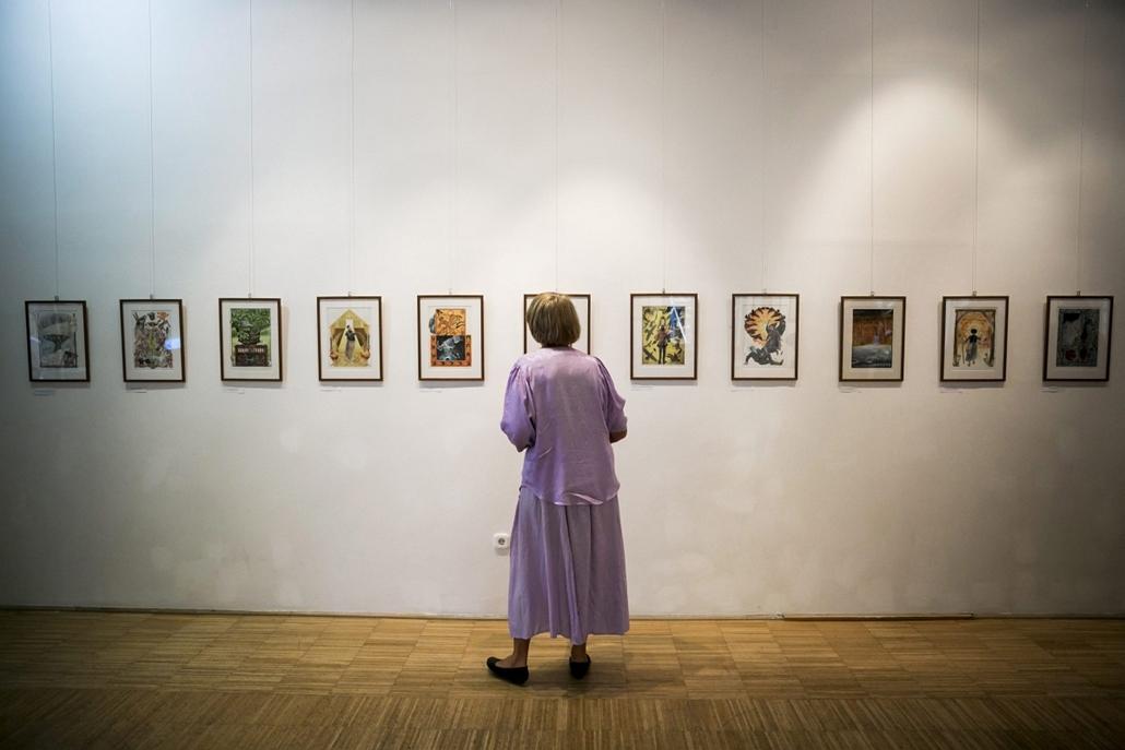 mti. Jankovics Marcell Kossuth- és Balázs Béla-díjas grafikusművész, rajzfilmrendező beszél kiállításának megnyitóján Budapesten, a Klebelsberg Kultúrkúriában
