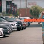 """Óriásit megy Schwarzenegger álruhás autónepperként a villanyautók """"ellen"""" - videó"""