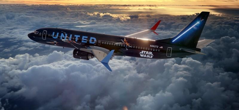 Nehéz szavakkal leírni, mennyire menő a Boeing repülőgép, amit kívül-belül átfestettek Star Wars hangulatúra