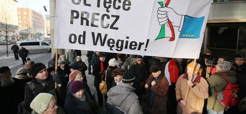 Orbánék mellett tüntettek Varsóban