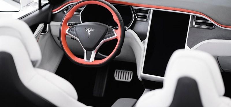Ipari kémet fogtak Elon Musk cégénél