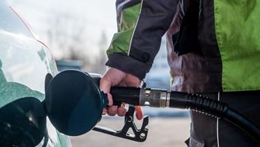 Csípi a szemét a 400 forintos benzin? Van, ahol másfélszer ennyibe kerül
