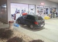 Benzinkútnak hajtott egy nő, miután ki akarták próbálni a megjavított féklámpát