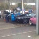 Filléres Corsa tört össze egy Aston Martin DBS-t – fotó