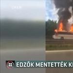 Az edzők menekítették ki a gyerekeket az autópályán kigyulladt buszból
