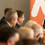 Merkel hátba döfi, Orbán megmenti a németeket – Schmidt Mária megmondja a tutit