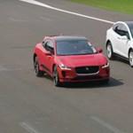 Kiállt két Tesla ellen a Jaguar elektromos autója, meglepő eredmény született – videó