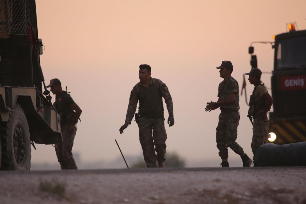20191010002 mti.19.10.09. Török katonák bevetésre készülnek a Béke Forrása fedőnevű hadművelet kezdetén a Szíriával közös határnál, a délkelet-törökországi Sanliurfa tartomány Akcakale településénél 2019. október 9-én, amikor megkezdődött a török hadsereg
