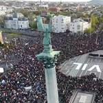 Látványos drónfelvétel jött a tüntetésről - videó
