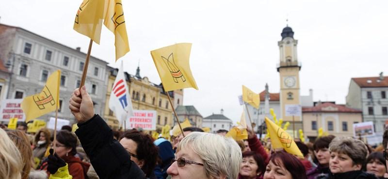 Egyelőre megmenekültek a bezárásra ítélt felvidéki magyar iskolák