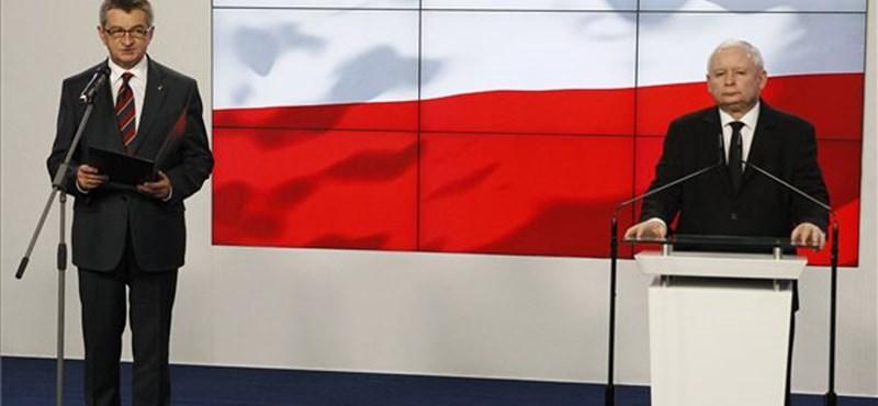Repülőzési botránya miatt lemondott a lengyel parlament elnöke