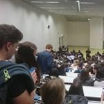 A dékánjukat követelik a GTK-s hallgatók, de messze még a tüntetés