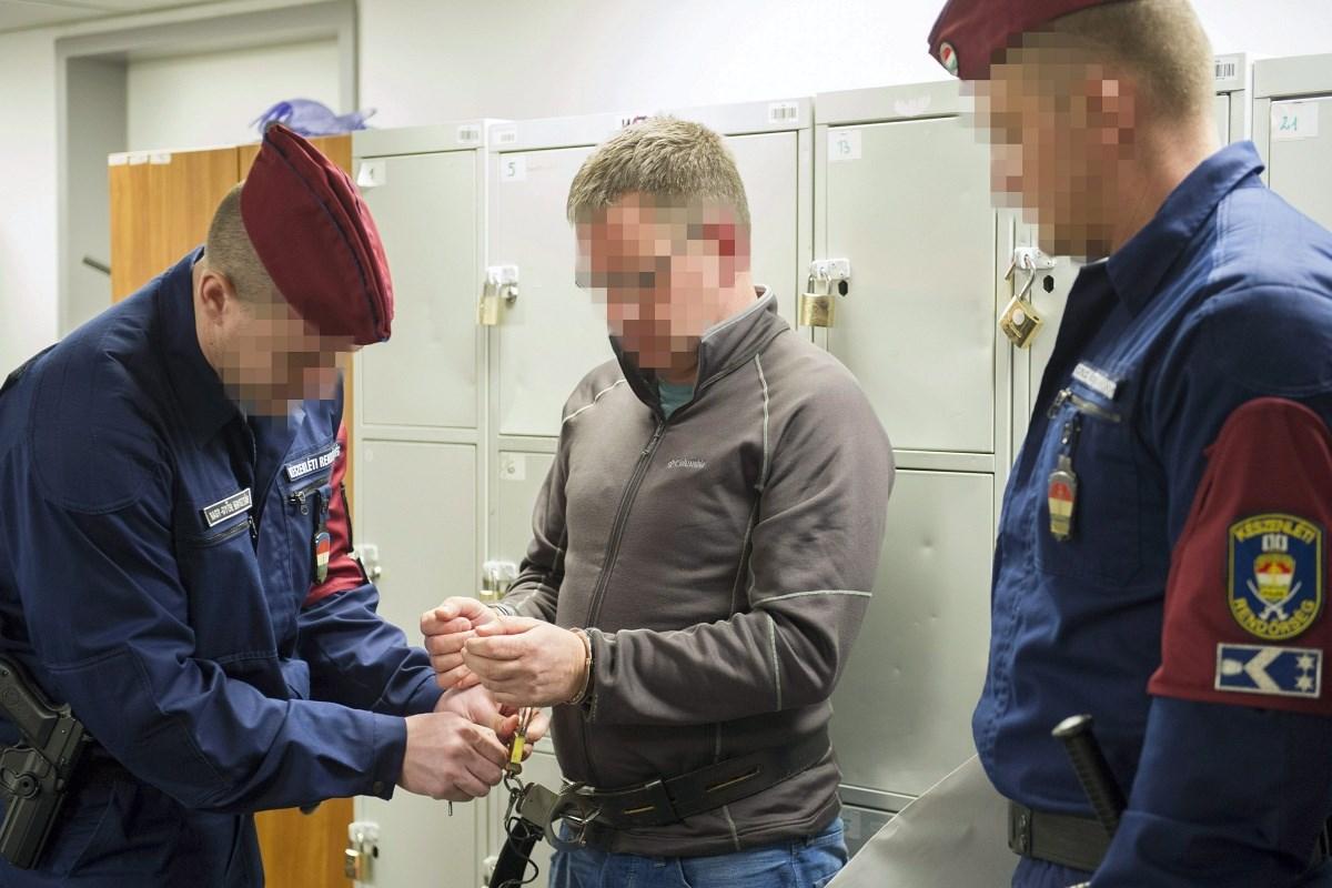 Fotó: így vezették ki Magyarországról az ír gázolót
