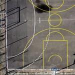 Képek a nagyvilágból: bezárt iskolák, üres folyosók és sportpályák
