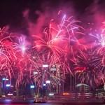 Már pakolják a hétvégi tűzijáték rakétáit a Gellérthegyen