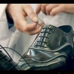 Kukkants a kulisszák mögé! Így készül egy Louis Vuitton cipő (videó)
