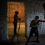 Pincében bokszolnak a salgótarjáni cigányok - Nagyítás-fotógaléria