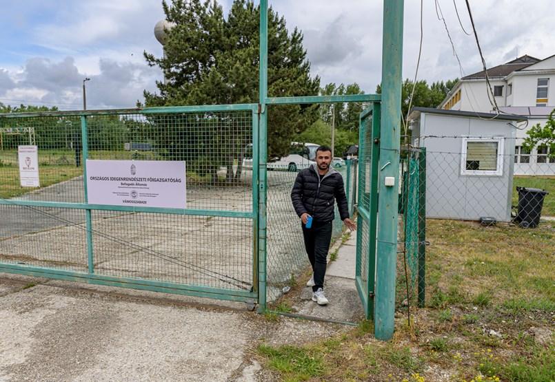 Nem szabad – ezt a két szót tudja magyarul a tranzitzónából kikerült fiú