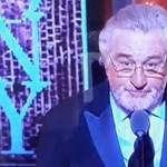 """Robert de Nirót állva tapsolta a közönség, pedig csak két szót szólt: """"Fuck Trump!"""""""