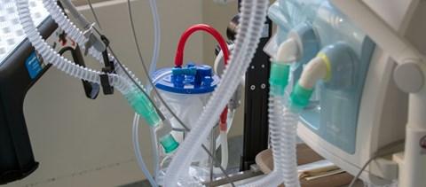 Két gégecsővel és egy porszívóval kezdődött – összefogtak a mérnökök a koronavírus ellen