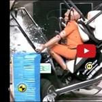 Mégis milyen véget érhet egy golfkocsi-baleset? – videó