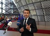 Nem ért véget Macron nehéz hete, most a párizsi kórházak szorongatják