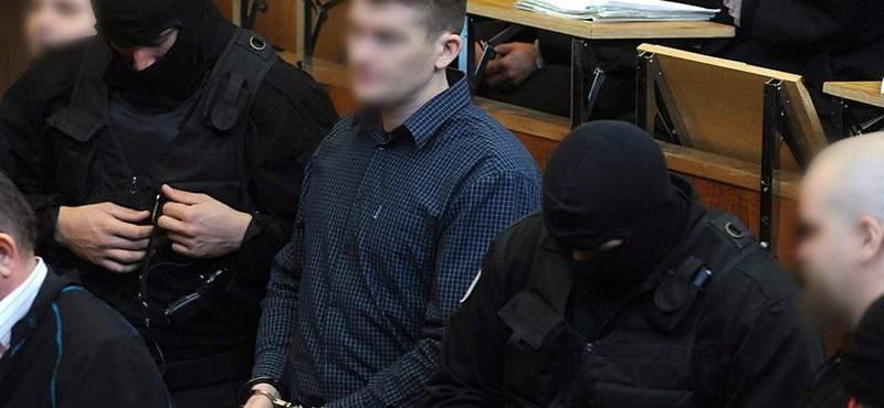 Megszólalnak a romagyilkosságokkal vádolt férfiak családtagjai a bíróságon