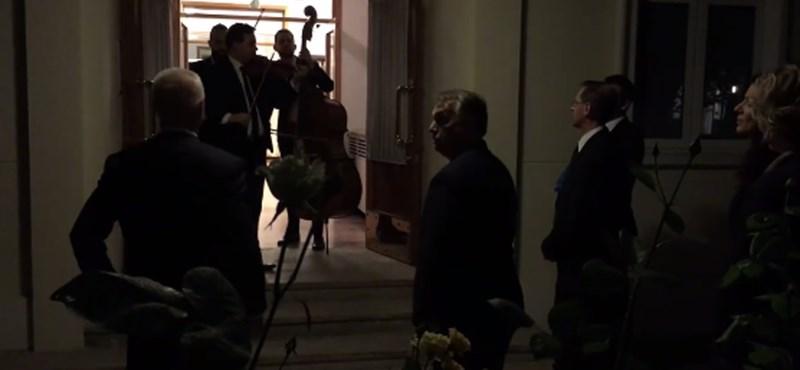 Orbán Viktor nótát énekelt a kínaiaknak – már hétfő reggel megvan a hét videója