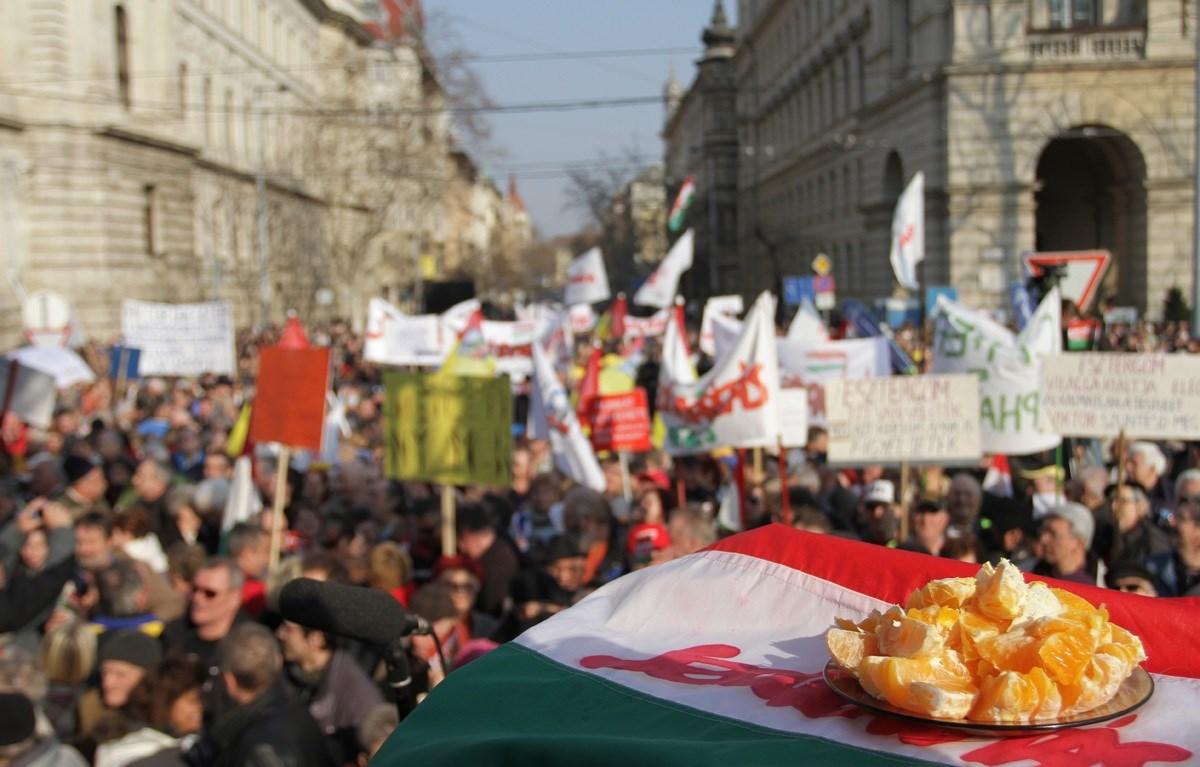 Szolidaritás a Kossuth téren: fogyjon a narancsuralom - Nagyítás-fotógaléria