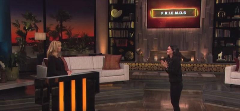 Videó: Phoebe és Monica összejött egy Jóbarátok-kvízre, és megállíthatatlanok voltak