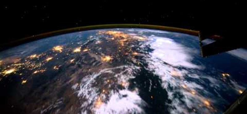 Lélegzetelállító videó: egy kör a Föld körül az ISS fedélzetéről