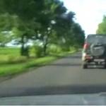 Menekülő, lopott autó kerekét lőtték ki a rendőrök - videó