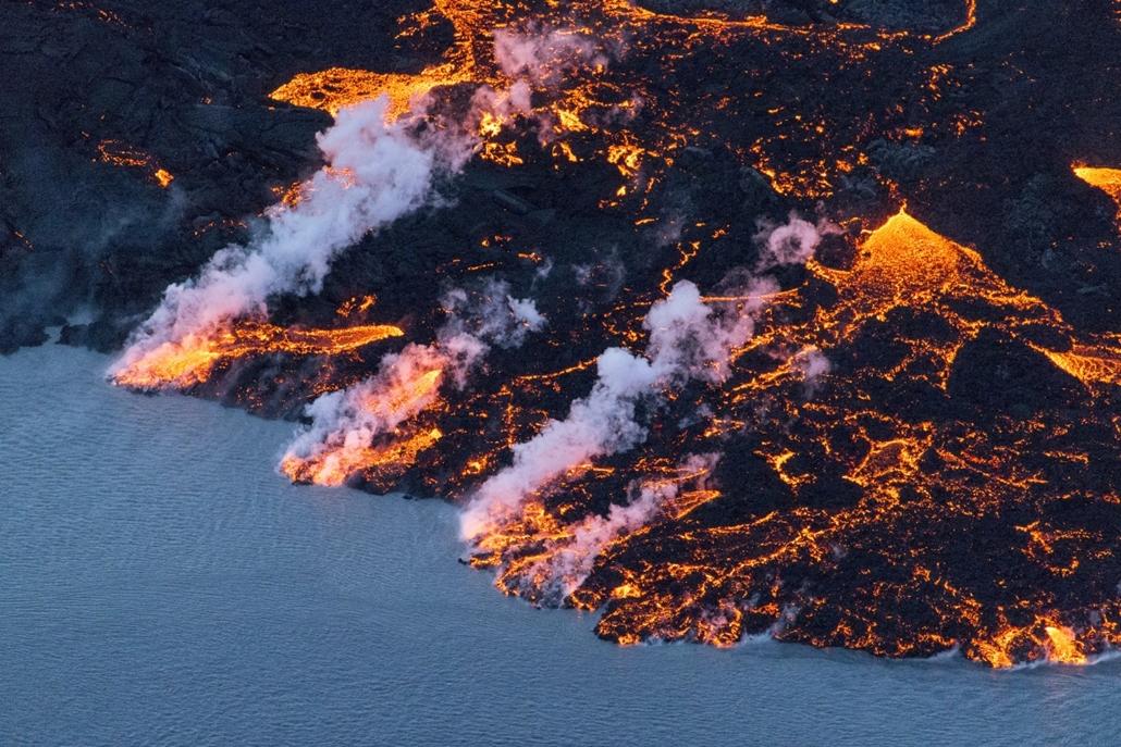 afp.14.09.16. - Vatnajoekull, Izland: láva távozik a Bardarbunga vulkánból. - 7képei