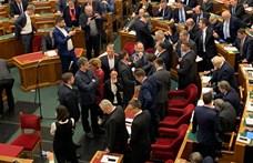 Fotón az Orbán mögött álló két állítólagos TEK-es