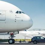 Gigászok küzdelme: egy Porsche elhúzott egy hatalmas Airbus A380-at